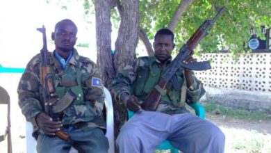 Photo of Al-Shabaab Parades Two Soldiers Defected From Jubbaland