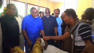 Photo of HirShabelle Leader Visits Wounded Soldiers In Mogadishu Hospital