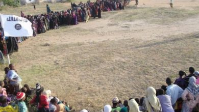 Photo of Al-Shabaab Publicly Executes Two Men For Killing