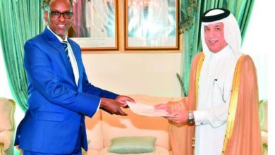 Photo of Al Muraikhi Receives Copies Of Credentials Of New Somali Ambassador