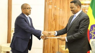 Photo of Somalia's New Ambassador Delivers His Credentials To Ethiopian Foreign Minister