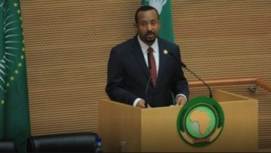 Photo of AU leaders applaud Ethiopian Prime Minister Abiy Ahmed for reforms