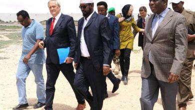 Photo of AU Envoy Holds Talks With Jubbaland President In Kismayo City