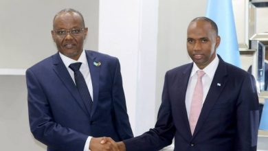 Photo of Somali PM Receives Southwest State Leader At His Office In Mogadishu
