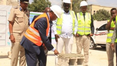 Photo of Somalia's Finance Minister Lays Foundation Stone For New Facility