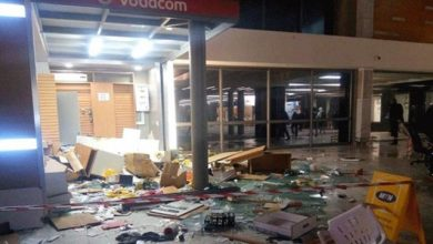Photo of Cape Town shop looted after owner allegedly shoots customer in dispute over change