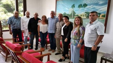 Photo of Cuban President Meets with Relatives of Kidnapped Doctor