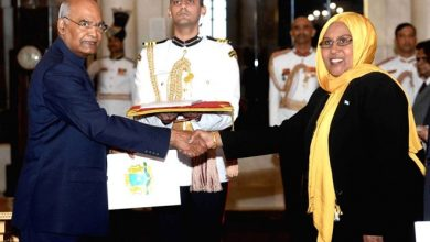 Photo of Somalia's new ambassador to India Faduma Mohamud presents her credentials to Indian president