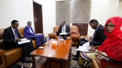 Photo of Somali PM Tours Central Bank HQ, Meets With Officials