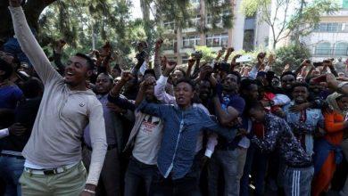 Photo of Ethiopia protesters burn Nobel winner Abiy Ahmed's book