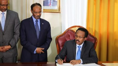 Photo of Somalia President Signs Into Law Revenue Management Bill