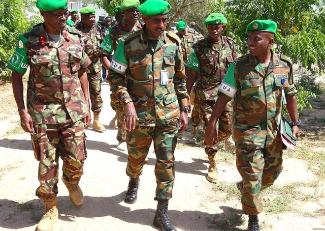 Photo of AMISOM Force Commander visits troops on the frontline in Dhobley