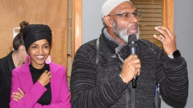 Photo of Ilhan Omar takes Bernie Sanders' message to Iowa mosque