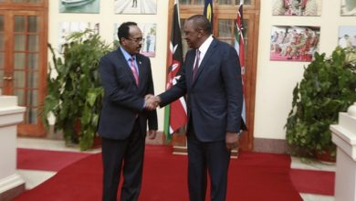 Photo of Farmajo Holds Phone Call With Uhuru Over Border Security