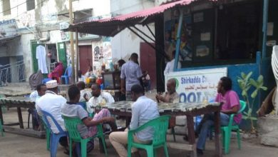 Photo of Mogadishu residents reluctant to follow State orders on Covid-19