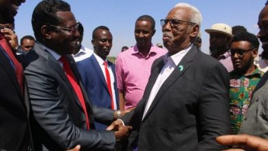Photo of Former Galmudug Leader Arrives In Dhusamareb, Meets With His Successor