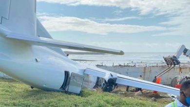 Photo of Kenyan cargo plane crash-lands at Aden Adde Airport
